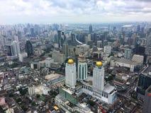 Portée de gratte-ciel pour le ciel Photographie stock libre de droits