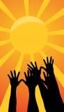 Portée de mains pour le soleil Photographie stock