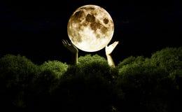 Portée pour la lune photo stock