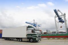 port ładunku ciężarówki czekają Fotografia Stock