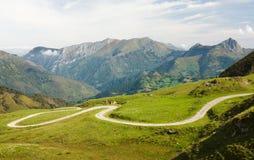 Port Aubisque, är ett bergpasserande i avdelningen av Pyrénées-Atlantiques Arkivfoton