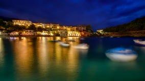 Port av Asos i Grekland på den Zakynthos ön under blå timme Royaltyfri Foto