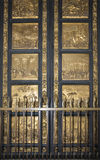 Port av baptisteryen av San Giovanni Florence Royaltyfria Bilder