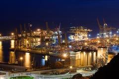 Port av Barcelona vid natt i Spanien arkivbilder