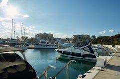 Port av Cabopino i Marbella Arkivbilder