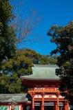 Port av den Hikawa jinjarelikskrin, Omiya, Saitama, Japan arkivbilder