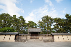 Port av den imperialistiska slotten i Kyoto Royaltyfria Bilder