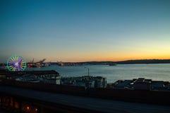 Port av den Seattle solnedgången arkivbilder