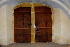Port av den stärkte medeltida kyrkliga Biertanen, Transylvania Royaltyfria Foton