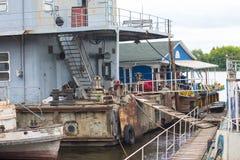 Port av gamla rostiga skepp Återanvända skepp Royaltyfria Foton
