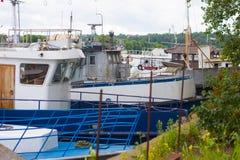 Port av gamla rostiga skepp Återanvända skepp Arkivfoton