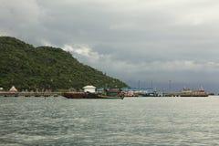 Port av Ko si Chang, Thailand arkivbilder