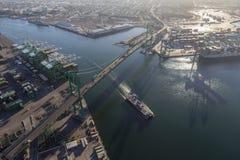 Port av Los Angeles och Vincent Thomas Bridge fotografering för bildbyråer