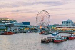 Port av Nagoya som lokaliseras i Ise Bay, är den största och mest upptagna ten Arkivfoto