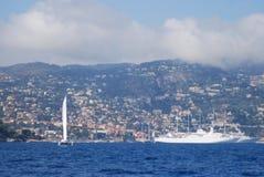 Port av Nice, för Villefranche-sur-Mer, för hav, för himmel, kust- och oceaniska landforms, hav royaltyfria bilder