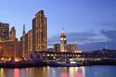 Port av San Francisco på dask Royaltyfri Bild