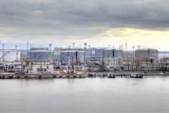 Port av staden St Petersburg Behållare för olje- lagring Arkivfoton