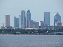 Port av Tampa, Florida, Tampa horisont på vattnet arkivbild