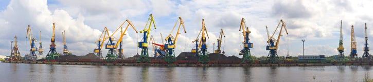Port avec des grues Image stock