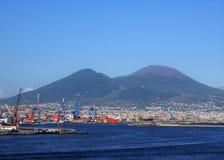 Port avec le Mt Le Vésuve à l'arrière-plan photo stock