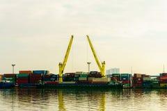 Port behållare av Saigon bredvid floden, Ho Chi Minh City, Vietnam, South East Asia Royaltyfri Foto