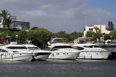 Port Cala Llonga, kryssningskepp från Es Forti, Cala d'Or, Cala Gran, Cala Esmeralda, Cala Ferrera till Porto Colom, Majorca Arkivbilder