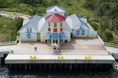 Port of Call. Welcomes cruise ship passengers preparing to disembark on Mahogany Bay, Isla Roatan, Honduras Stock Photo