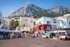 Port Capri wyspa, turyści, samochody, budynki Obraz Royalty Free