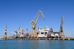 Free Port Cranes In The Harbour Of Cadiz, Spain Royalty Free Stock Photo - 103236305