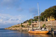 Port d'île de Christianso avec le yacht Image stock