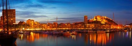 Port dans la nuit Alicante, Espagne Photographie stock libre de droits