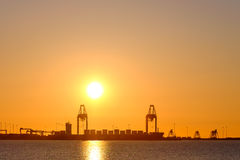 Port dans le coucher du soleil Images stock