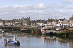 Port dans le temps à marée basse de Bretagne images libres de droits