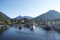 Port de bateau dans Sitka en automne photographie stock libre de droits