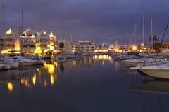 Port de Benalmádena la nuit Images stock