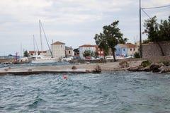 Port de côte de Nerezine, Croatie Images libres de droits