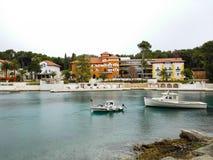 Port de côte de Nerezine et hôtel de luxe, Croatie Photos libres de droits