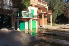 Port de Cala Figuera de village de pêche avec des hangars à bateaux et des portes vertes, Majorca Photographie stock