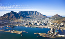 Port de Cape Town et montagne de Tableau Photo stock