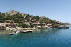 Port de château de Kalekoy et de Simena près d'île de Kekova en Turquie Photo stock