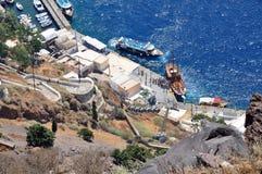 Port de Fira sur l'île de Santorini, vue panoramique d'en haut photo libre de droits