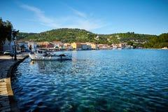 Port de Gaios à l'île de Paxos en Grèce photographie stock libre de droits