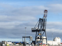 Port de grue de récipient logistique Photographie stock