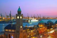 Port de Hambourg après coucher du soleil Photo libre de droits