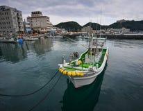 Port de Katsuura et village de pêche au Japon Photographie stock libre de droits