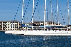 Port de marina du Cuba dans le vardero avec le voilier photo libre de droits