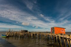Port de pêche antique de Carrasqueira Image stock