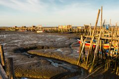 Port de pêche antique de Carrasqueira Photo stock
