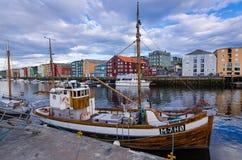 Port de pêche dans la ville de Trondheim Images libres de droits