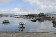 Port de pêche dans le village de Combarro photographie stock